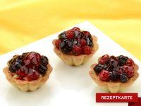 Vanillecreme -Tartelette mit Waldfruchttopping