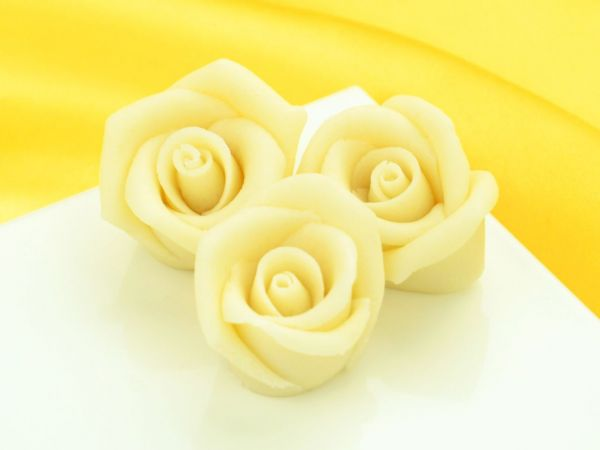 Marzipan-Rosen mittel weiß 4 Stück