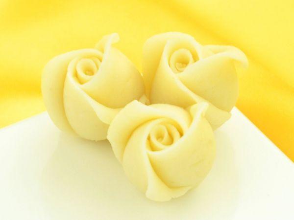 Marzipan-Rosen klein weiß 36 Stück